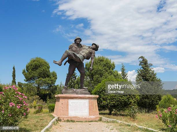 turkish soldier carrying a wounded allied soldier comrade in the ww1 gallipoli campaign, anzac cove, turkey, asia - anzac cove stock pictures, royalty-free photos & images