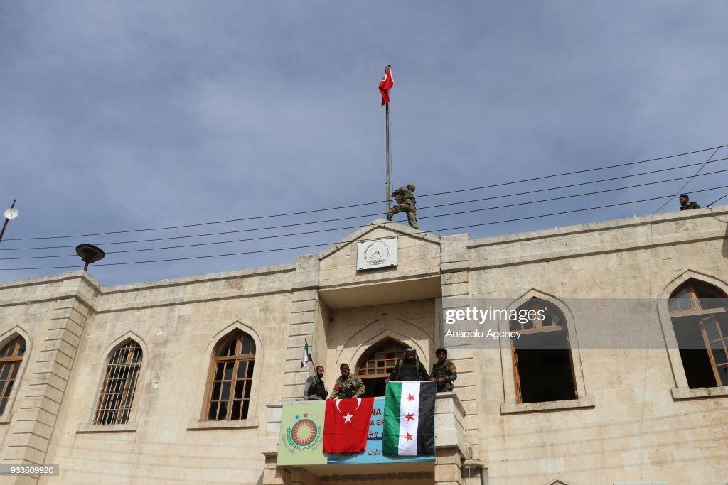 Turkish flag hoisted in Afrin town center : Nachrichtenfoto