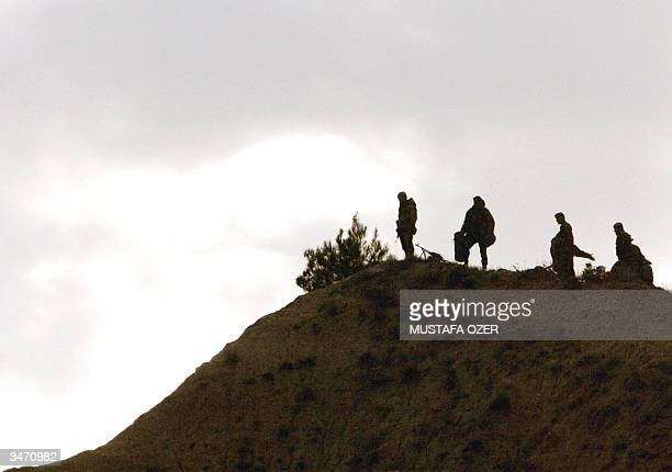 Turkish soldiers stand guard 25 April 2004 on a hilltop where Ottoman soldiers ambushed Anzac soldiers during World War I, during the ceremony of...