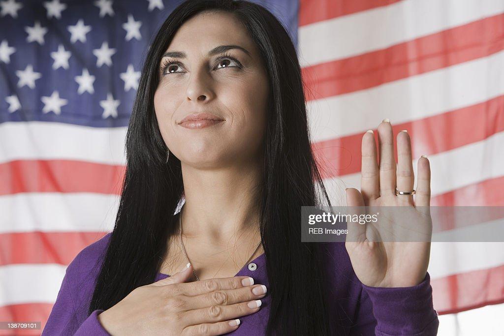 Turkish woman swearing the Pledge of Allegiance : Stock Photo