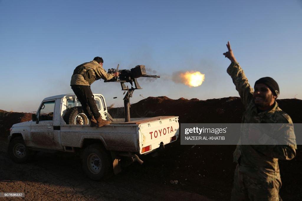 TOPSHOT-SYRIA-TURKEY-CONFLICT : News Photo