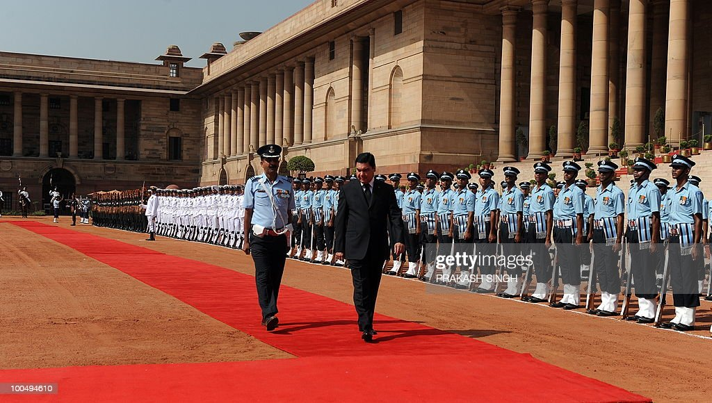 Turkmenistan President Gurbanguly Berdimuhamedov (R, foreground) inspects a Guard of Honour on during his ceremonial reception at the Presidential Palace in New Delhi on May 25, 2010. Turkmenistan's President Gurbanguly Berdimuhamedov is on a three-day state visit to India till May 26. AFP PHOTO/ Prakash SINGH