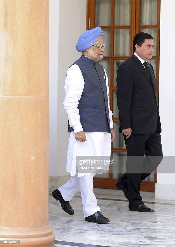 Turkmenistan President Gurbanguly Berdimuhamedov (R) walks with Indian Prime Minister Manmohan Singh prior a delegation level meeting in New Delhi on May 25, 2010. Turkmenistan's President Gurbanguly Berdimuhamedov is on a three-day state visit to India till May 26.