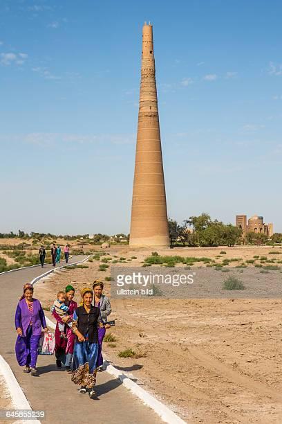 TKM Turkmenistan Tuerkmenistan Chorasan Konya Urgench Kohne Urgentsch Konye Urgench Minarett des Kutlut Timur Unesco Welterbe Weltkulturerbe 1...