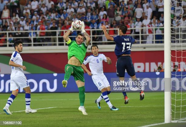 Turkmenistan's goalkeeper Mammet Orazmuhammedow fights for the ball with Japan's forward Yoshinori Muto during the 2019 AFC Asian Cup group F...