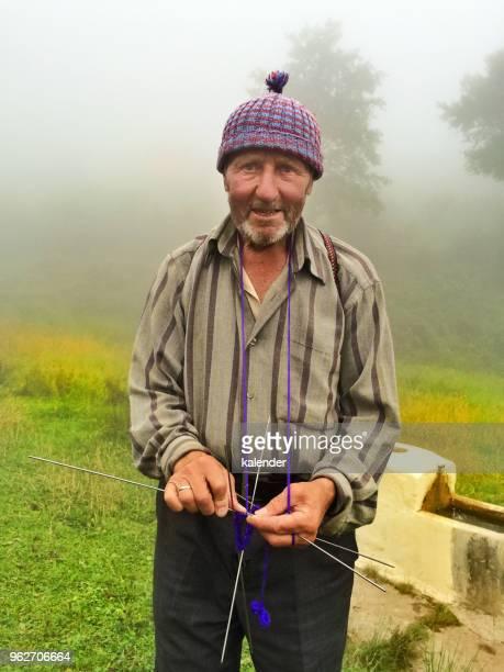 turkoman の羊飼いは、ソックスを履いて、 - トラブゾン ストックフォトと画像