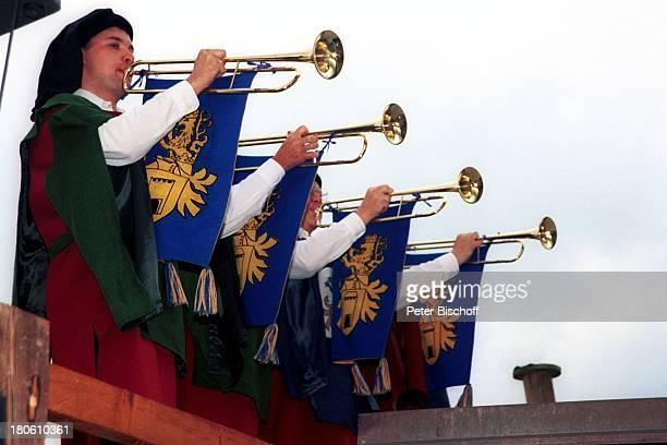 Turmbläser VorabFeier zum 50Geburtstag von A l b e r t F o r t e l l Burgfest auf Burg Oberkapfenberg Kapfenberg/Österreich BurgMauer Zinnen Trompete...