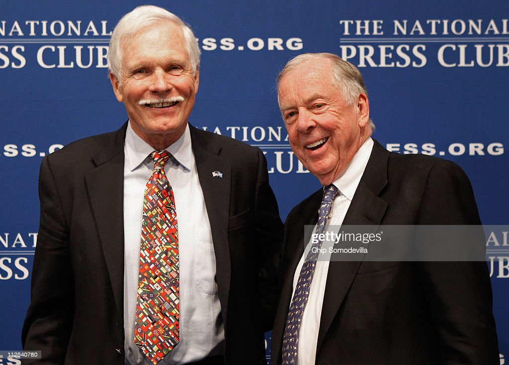 Turner Enterprises CEO Ted Turner (L) and BP Capital Management CEO T. Boone Pickens pose for photographs after addressing the Newsmaker Luncheon on renewable and alternative energy at the National Press Club April 19, 2011 in Washington, DC. The two billionaires said they agree on most things, including global warming, the need to move away from a dependency on foreign oil and the need to end the wars in Iraq and Afghanistan.