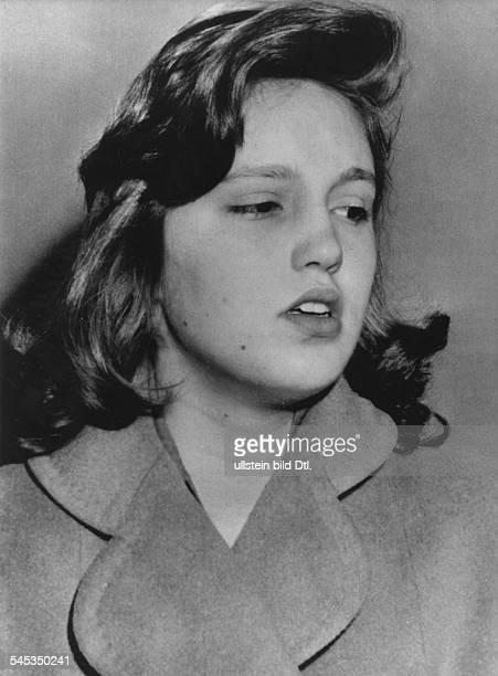 Turner Lana * Schauspielerin USA Cheryl Crane Tochter von Lana Turner und Stephen Crane im Beverly Hills Gefaengnis wo sie unter Anklage steht Johnny...