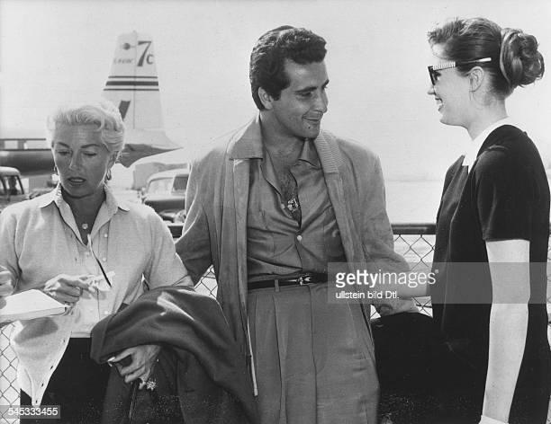 Turner Lana * Schauspielerin USA mit ihrem Freund Johnny Stompanato und ihrer Tochter Cheryl wenige Stunden vor der ErmordungStompanatos durch Cheryl...