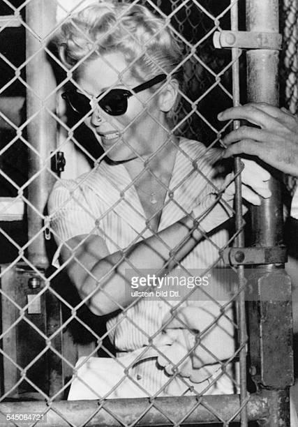 Turner Lana * Schauspielerin USA nach dem Besuch bei ihrer Tochter Cherylim Jugendgefaengnis von Los AngelesCheryl hatte am 0404 den Liebhaber...