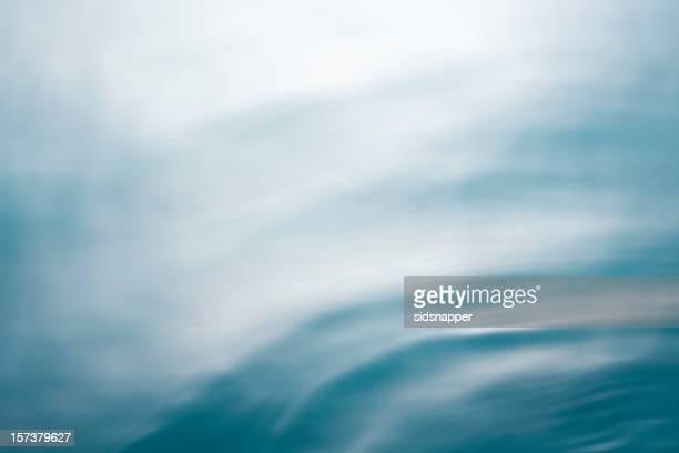 turneresque doux de bleu de la mer avec mouvement - flouté photos et images de collection