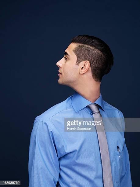 turning head - verdreht stock-fotos und bilder