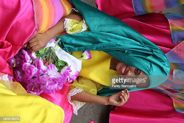 CONTENT] Turning over her outer skirt as a HEADCOVER was as instinctive to her as plopping down on the road during the ing lunch break Dancers cannot...