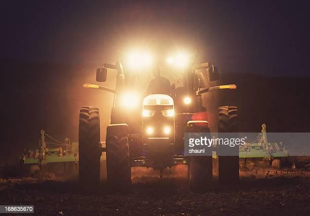 turning the field - tractor stockfoto's en -beelden