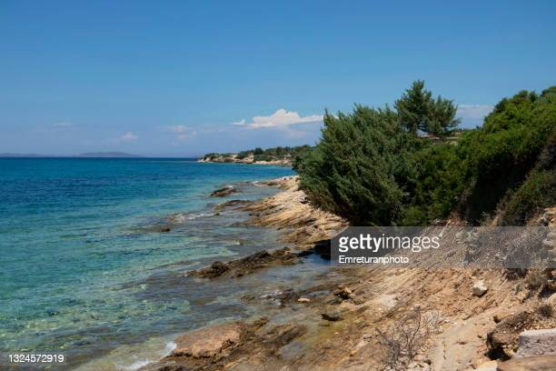 turquise coastline on a sunny day in çeşme - emreturanphoto stock pictures, royalty-free photos & images