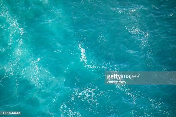turquoise blue sea water wave pattern, aerial view, australia - wasseroberfläche stock-fotos und bilder