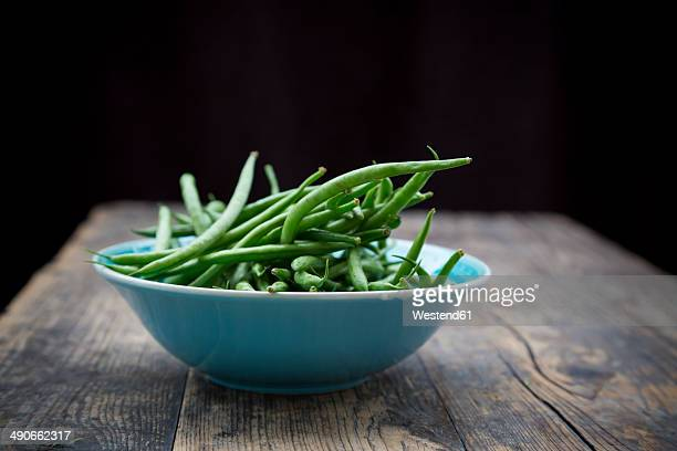 turquoise bowl of green beans on wooden table - green bean stock pictures, royalty-free photos & images