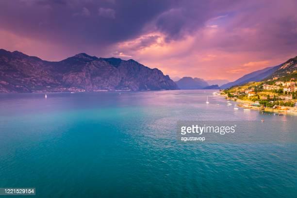 turquoise lake garda and sailboats from above at sunset – malcesine, lombardy, italy - lago di garda foto e immagini stock