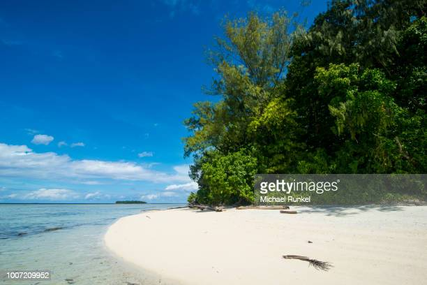 turquoise water and a white beach on christmas island, buka, bougainville, papua new guinea, pacific - christmas island stock pictures, royalty-free photos & images