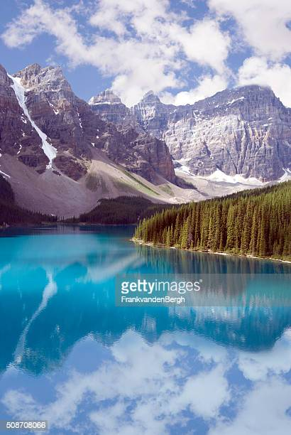 Turquoise water and pine trees at Moraine Lake