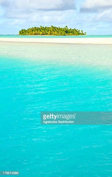 Turquoise water of Aitutaki Lagoon
