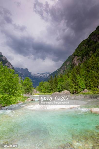 turquoise water of the river with a storm coming. - italia stockfoto's en -beelden