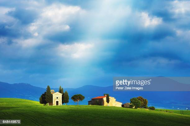 tuscan landscape with the capella di vitaleta - italian cypress stock pictures, royalty-free photos & images