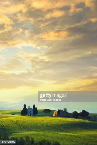 tuscan landscape with the capella di vitaleta - capella di vitaleta stock pictures, royalty-free photos & images