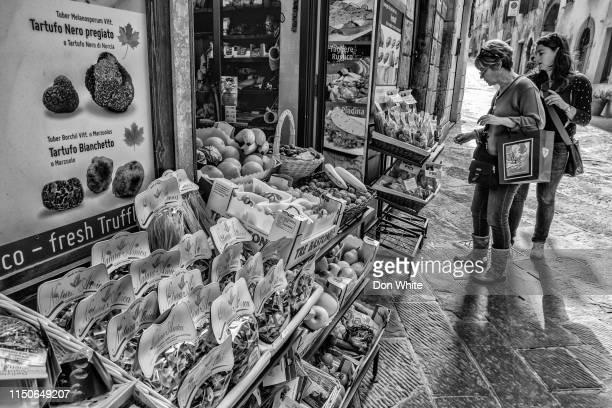 toscane en umbrië regio van italië - siena italië stockfoto's en -beelden