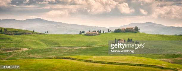 tuscany rural landscape panorama - europa meridionale foto e immagini stock