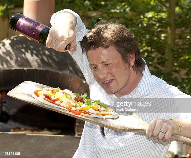 Tv Chef Jamie Oliver Cooking Pizzas In The Childrens Society Garden At The Chelsea Flower Show, London.