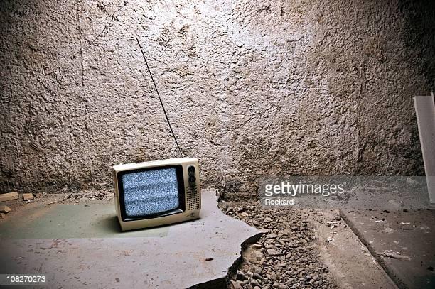 - Fernseher