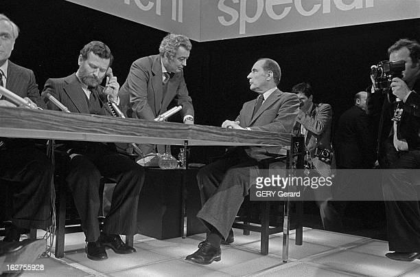 Tv Programme 'Special Evenement' Face To Face Raymond Barre - Francois Mitterrand. Le 13 mai 1977, sur la première chaîne de télévision française, le...