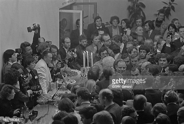 Tv Programme 'Special Evenement' Face To Face Raymond Barre - Francois Mitterrand. Le 13 mai 1977, sur la première chaîne de télévision française, un...