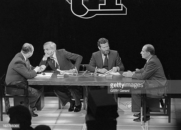 Tv Programme 'Special Evenement' Face To Face Raymond Barre - Francois Mitterrand. Le 13 mai 1977, sur la première chaîne de télévision française,...