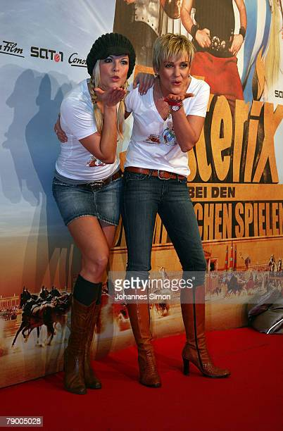 TVhostess Tina Kaiser and actress Alexandra Rietz poses during the movie premiere of Asterix at the Olympic Games on January 15 2008 in Munich Germany