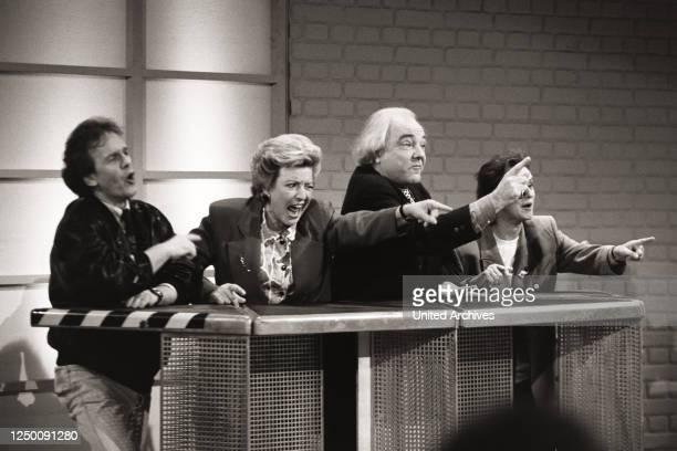 Show - Schmidteinander Folge 20, - Auf dem Bild ist der Hörfunkmoderator Fritz Egner , die Schauspielerin Marie-Luise Marjan , der Autor Wolfgang...