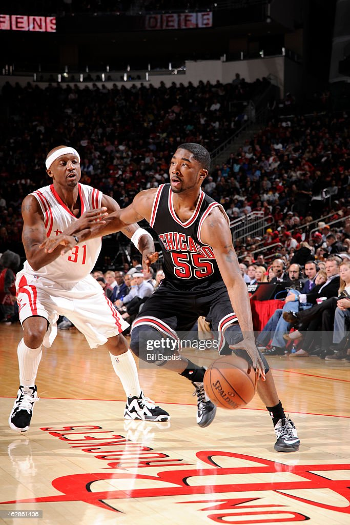 E Twaun Moore 55 Of The Chicago Bulls Drives Against Jason Terry 31