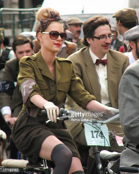 Tweed Run London 2010, woman in vintage clothes riding a bicycle