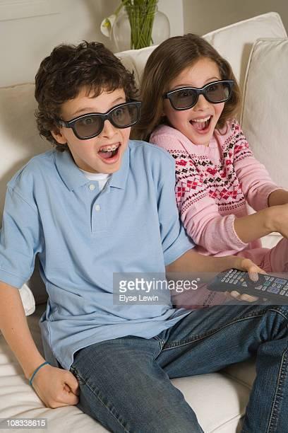 Tweens watching 3D