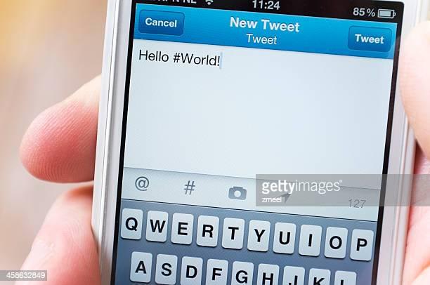 hola #mundo entero en twitter - mensajería instantánea fotografías e imágenes de stock