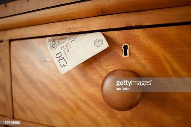 twenty pound note in drawer, close up - twenty pound note ストックフォトと画像