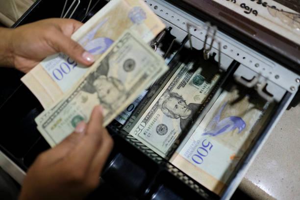VEN: Use Of American Dollars Grows in Venezuela