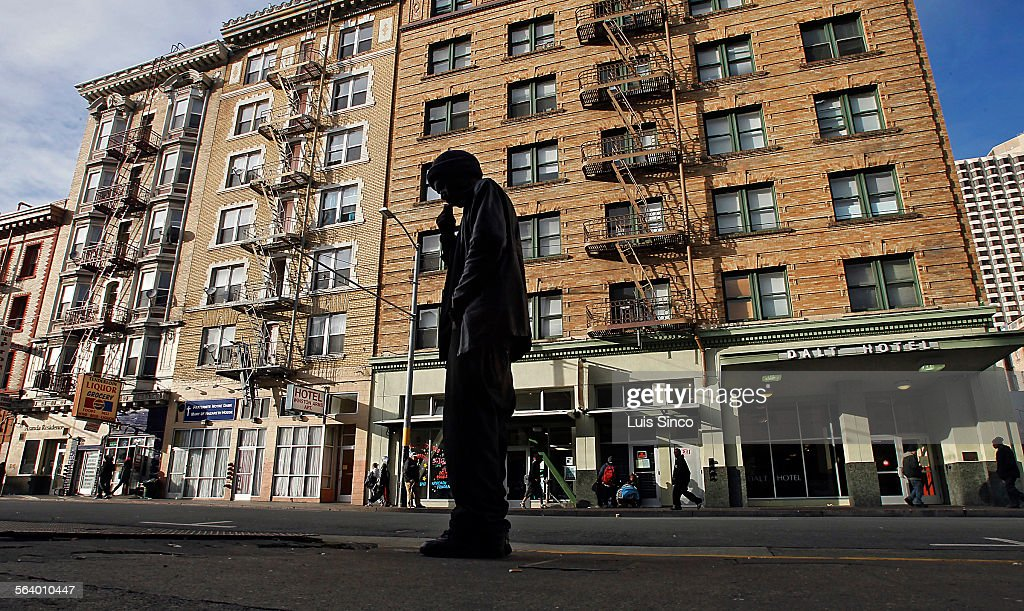SAN FRANCISCO, CALIF. - JAN. 24, 2013. Twenty-five years ago, a woman jumped to her death from the t : News Photo