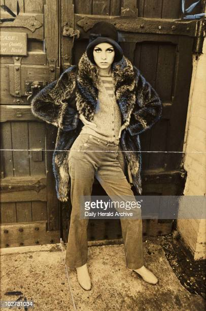 Twiggy arriving at a sculptor's studio 1966 A photograph of Twiggy real name Lesley Hornby outside Studio X in Chelsea London taken by Steel for the...