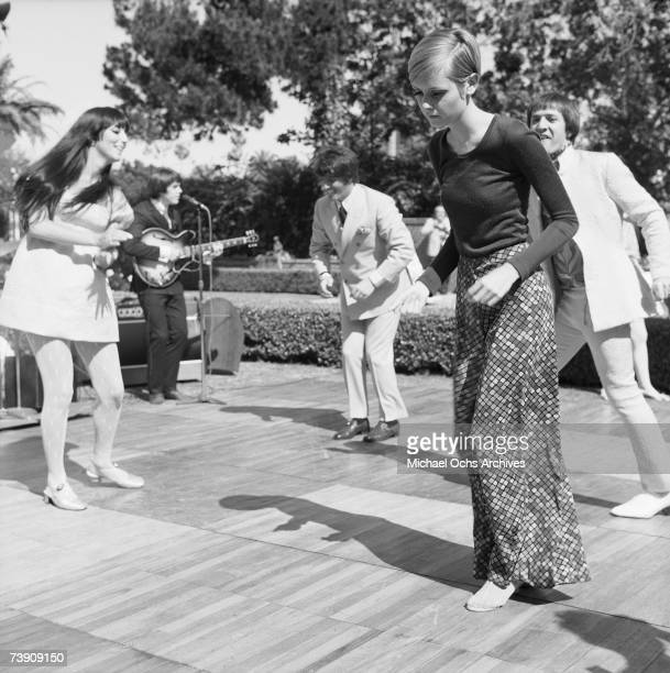 Twiggy is the guest of honor at a party held at the house of Sonny and Cher LR Cher Justin de Villeneuve Twiggy Sonny Bono on May 15 1967 in Beverly...