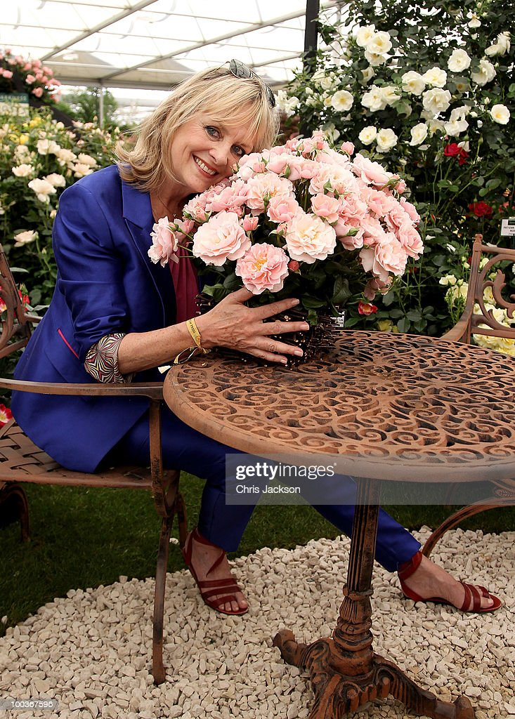 Twiggy poses with a bouquet of Rosa 'Twiggy' in the Harkness Roses Garden at the Press & VIP preview at The Chelsea Flower Show at Royal Hospital Chelsea on May 24, 2010 in London, England.
