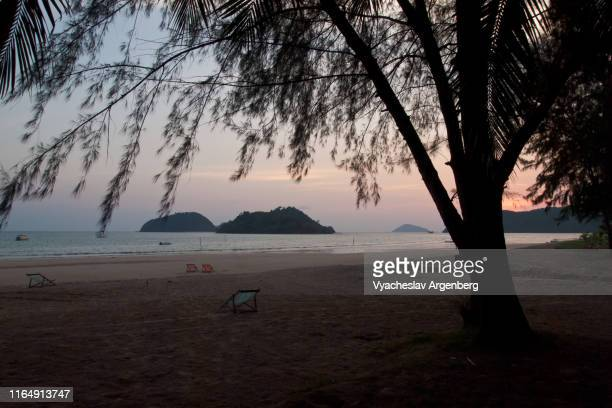 twilight hour just after the sunset, koh mak tropical island, gulf of thailand - golf von thailand stock-fotos und bilder