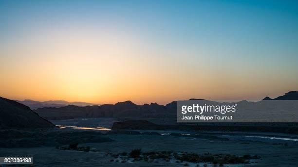 twilight in a remote area near bandar abbas, hormozgan province, southern iran - semiarid stock-fotos und bilder